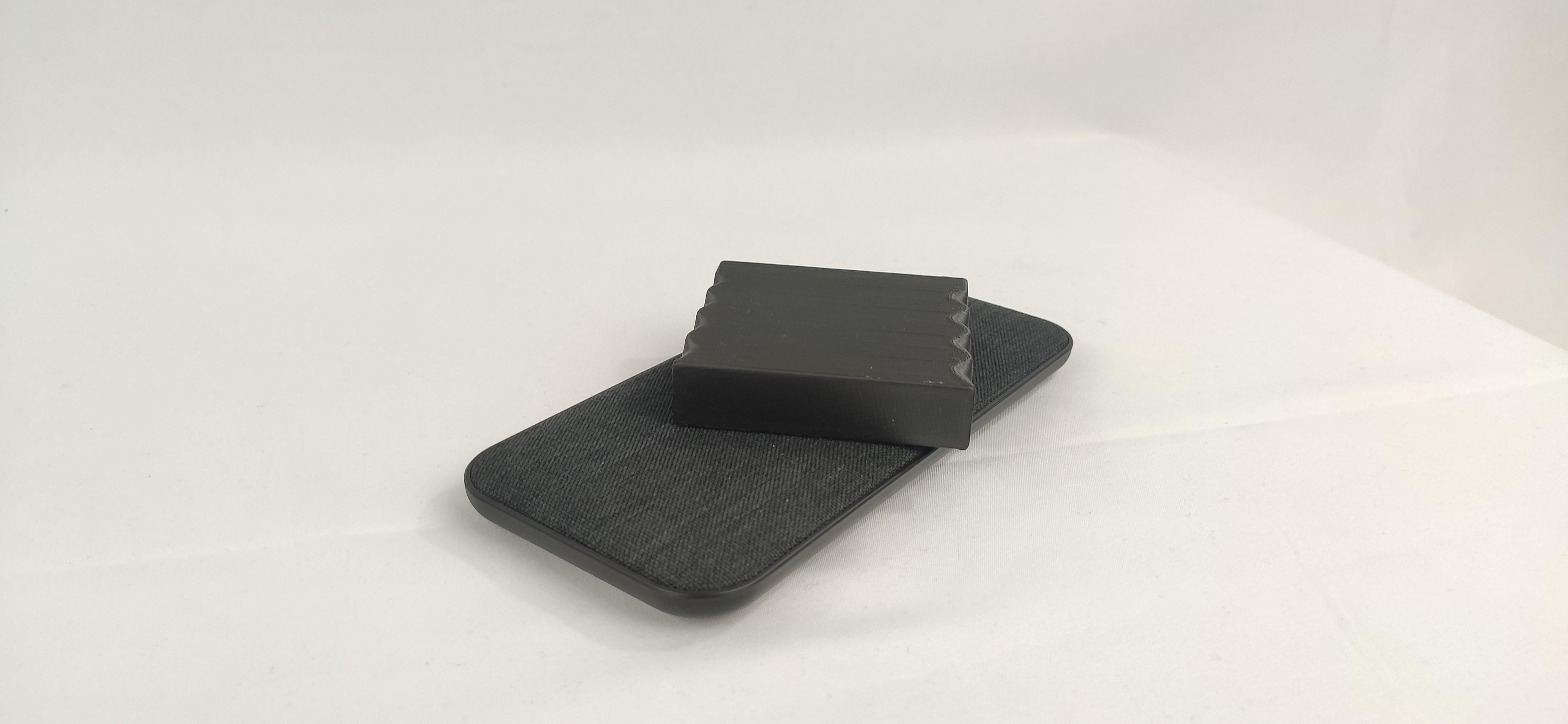 Charging pocket magnet tracker
